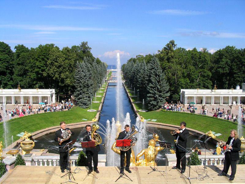 Картинки по запросу открытие фонтанов в петергофе 2017